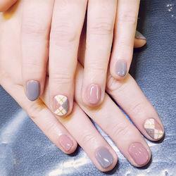 圆形粉色紫色菱形跳色短指甲短甲新年款月度收藏量最高短圆指甲款美甲图片