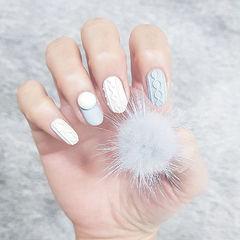 圆形灰色白色毛衣纹珍珠美甲图片