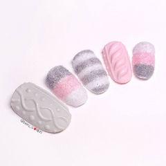 圆形白色粉色灰色条纹毛衣纹绒毛美甲图片