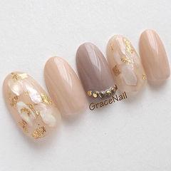 圆形裸色日式贝壳片金箔春季流行色美甲图片