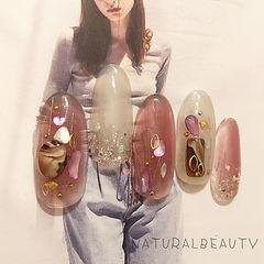 圆形粉色白色贝壳片金箔日式美甲图片