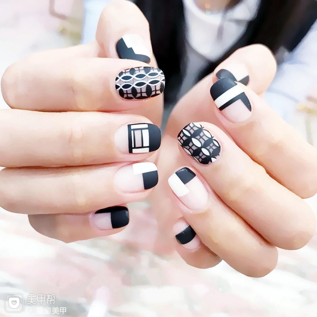 方圆形黑色白色手绘几何磨砂美甲图片
