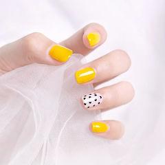 方圆形黄色黑色白色波点美甲图片