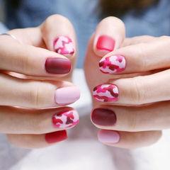方圆形红色粉色手绘迷彩磨砂美甲图片