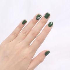 圆形绿色白色手绘简约树叶短指甲美甲图片