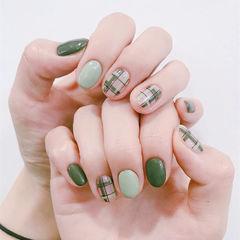 圆形绿色线条短指甲美甲图片