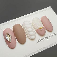 圆形粉色裸色白色钻毛衣纹磨砂美甲图片