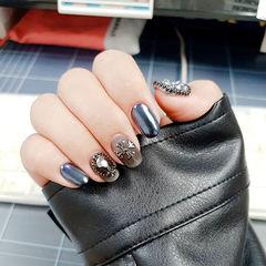 圆形蓝色黑色钻克罗心镜面韩式美甲图片