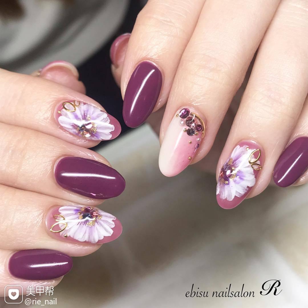 圆形紫色粉色竖形渐变手绘花朵日式美甲图片