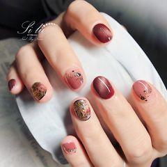 圆形红色猫眼金箔新娘短指甲美甲图片