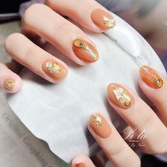 圆形南瓜色贝壳片金箔美甲图片