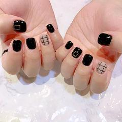 黑色圆形格纹韩式简约手绘达人崔塔塔哒夫人美甲图片