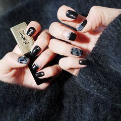 方圆形黑色灰色平法式迷彩美甲图片