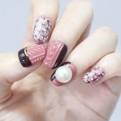 圆形粉色毛衣纹珍珠美甲图片