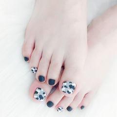 脚部黑色白色迷彩磨砂美甲图片