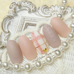 圆形粉色裸色格纹毛衣纹磨砂美甲图片