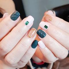方圆形绿色白色磨砂毛衣纹美甲图片