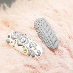 圆形灰色白色雕花毛衣纹美甲图片