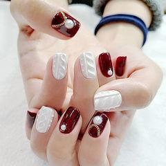 方圆形酒红色珍珠毛衣纹白色编织毛衣美甲新年热门款美甲图片