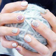 圆形粉色白色灰色毛衣纹菱形磨砂短指甲美甲图片