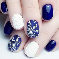 圆形蓝色白色毛衣纹雪花磨砂美甲图片