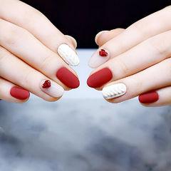 圆形红色白色钻心形毛衣纹磨砂新年热门款美甲图片
