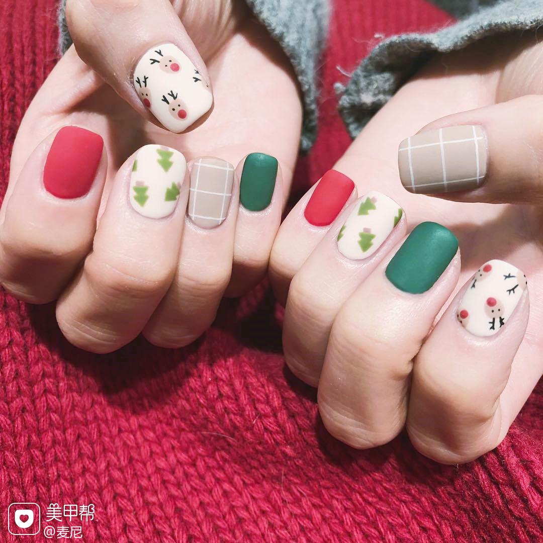 方圆形裸色红色白色绿色手绘可爱圣诞磨砂美甲图片