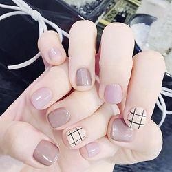 方圆形裸色白色香芋紫色格子短指甲春季流行色香芋紫美甲短圆指甲款美甲图片