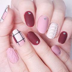 圆形红色粉色白色格子毛衣纹美甲图片