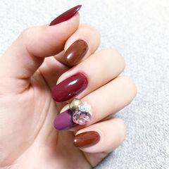 圆形酒红色焦糖棕紫色钻美甲图片