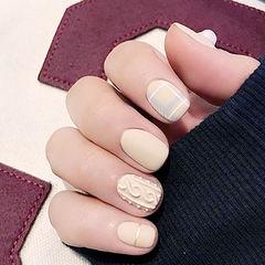方圆形白色格纹毛衣纹磨砂美甲图片