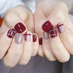圆形红色裸色银色线条格子短指甲短指甲专题短圆指甲款美甲图片