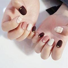 圆形酒红色粉色白色毛衣纹格纹磨砂美甲图片