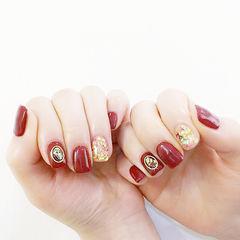 方圆形红色贝壳片金箔美甲图片