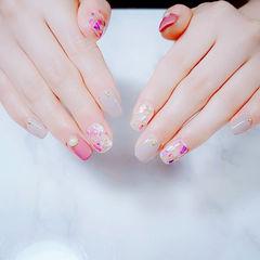 方圆形粉色裸色贝壳片金箔美甲图片