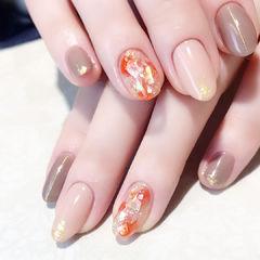 圆形裸色贝壳片金箔橙色美甲图片