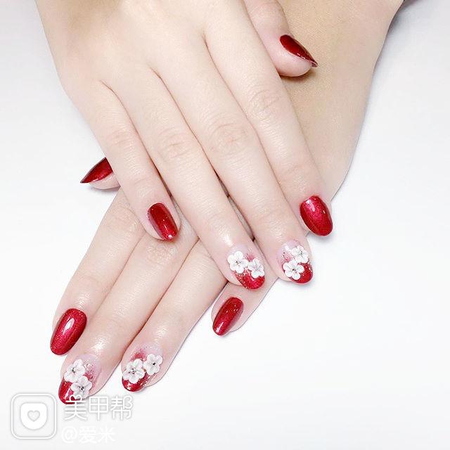 圆形红色手绘花朵新娘春季流行色美甲图片