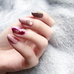 圆形紫色粉色日式晕染金箔美甲图片