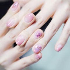 圆形粉色渐变贝壳片春天美甲图片