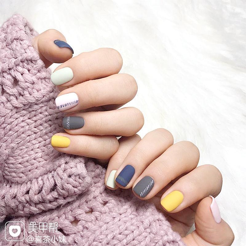 圆形可爱韩式简约手绘方圆形蓝色黄色白色灰色跳色磨砂美甲图片