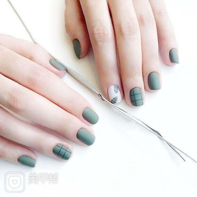 方圆形绿色白色手绘格子树叶磨砂美甲图片