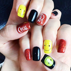 方圆形红色黑色黄色可爱跳色笑脸可乐精选top200可乐美甲笑脸美甲美甲图片
