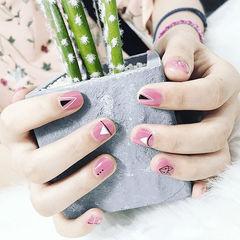 方圆形粉色几何短指甲美甲图片