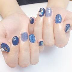 圆形蓝色晕染珍珠短指甲美甲图片
