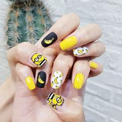 方圆形黑色黄色手绘可爱小黄人磨砂香蕉美甲图片