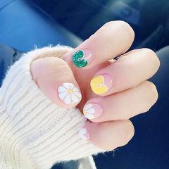 圆形白色绿色黄色手绘心形法式夏天雏菊短指甲美甲图片
