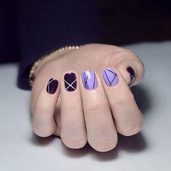 方圆形紫色线条短指甲美甲图片