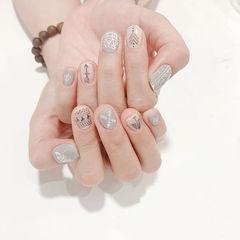 圆形白色灰色手绘短指甲美甲图片
