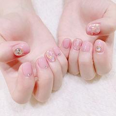 圆形粉色贝壳片金箔短指甲美甲图片