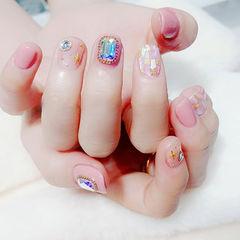 方圆形粉色钻贝壳片金箔短指甲美甲图片